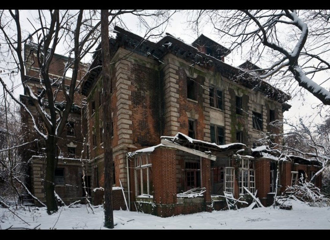 Haunting, Abandoned Island In New York City (PHOTOS)