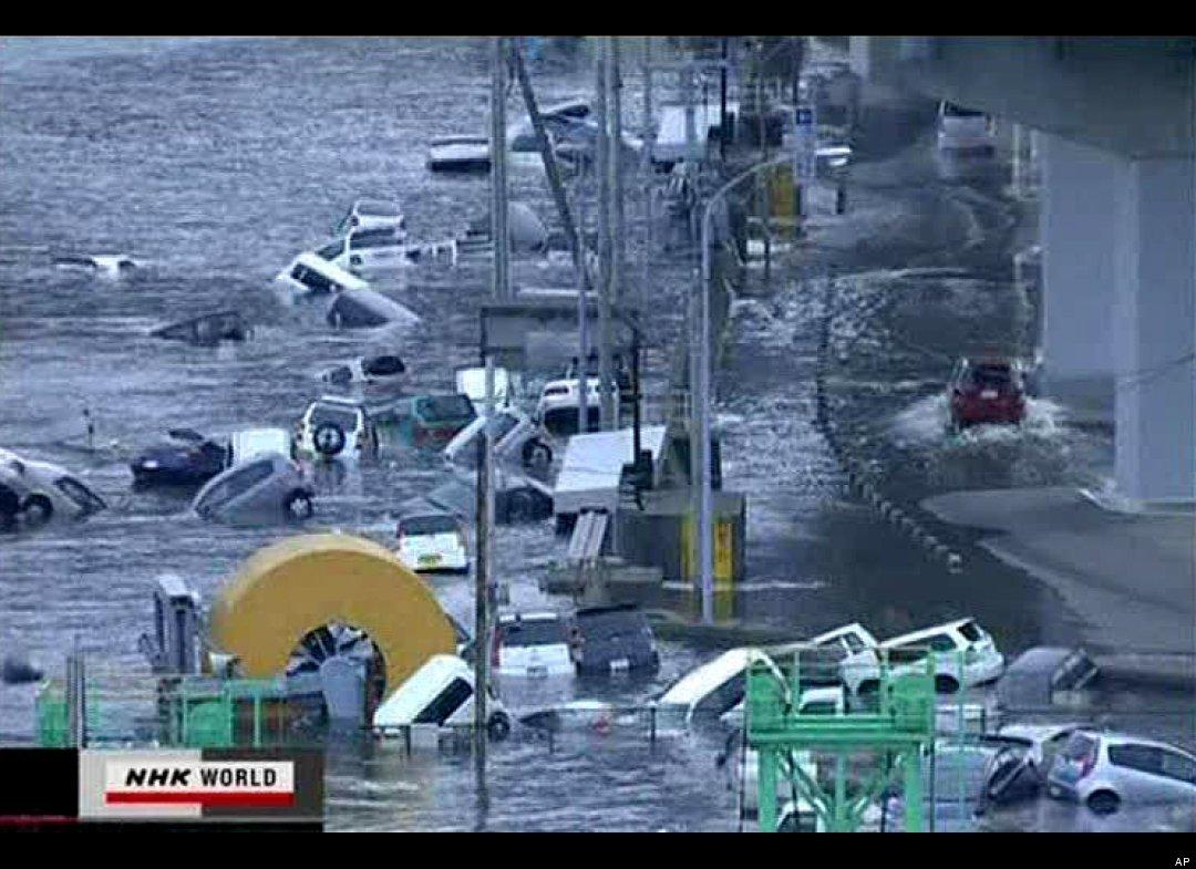 صور فيديو زلزال تسونامي
