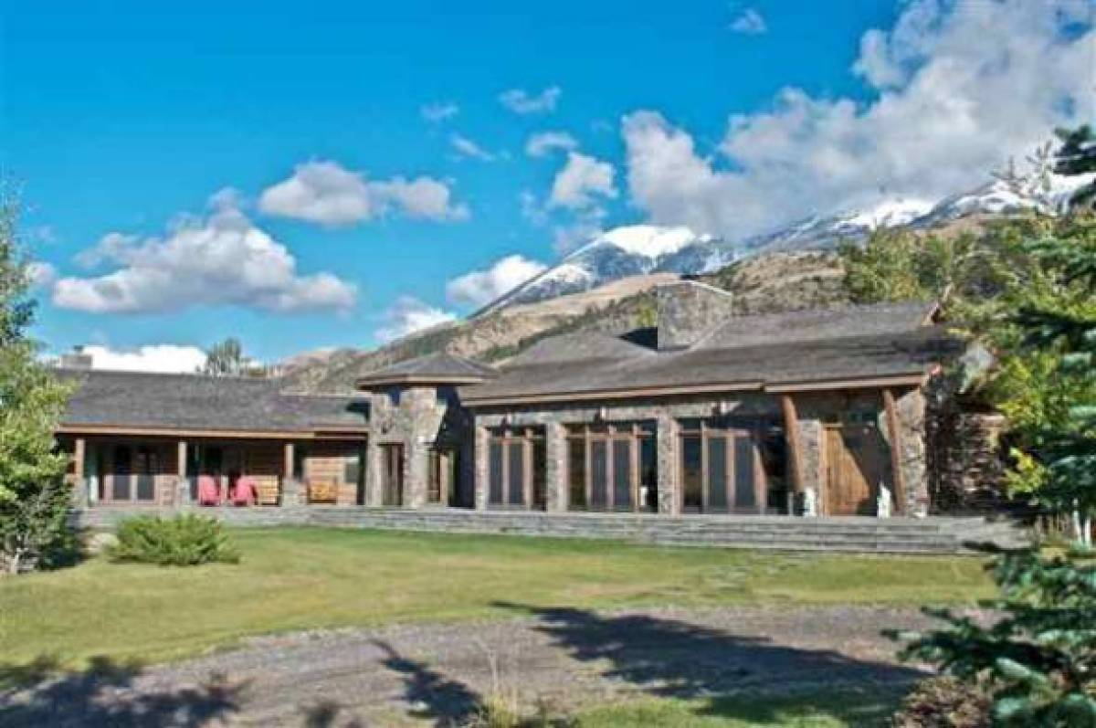 Dennis quaid 39 s montana ranch huffpost for Montana ranch house