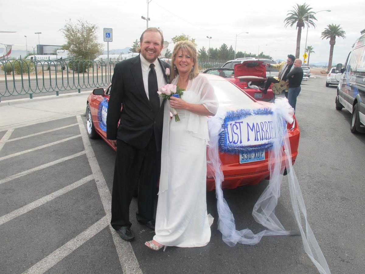 vegas wedding mobile ministers perform curbside weddings