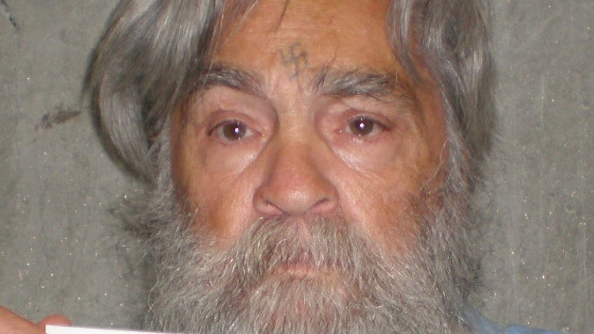 charles manson is not a serial killer experts say the manson family