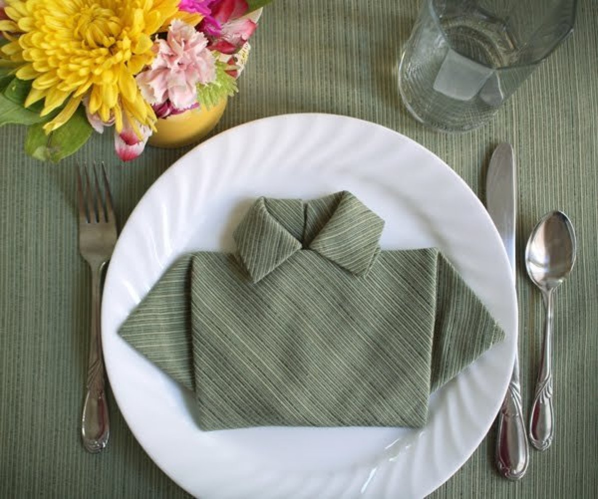 6 ridiculously simple napkin folding ideas you can 39 t screw. Black Bedroom Furniture Sets. Home Design Ideas