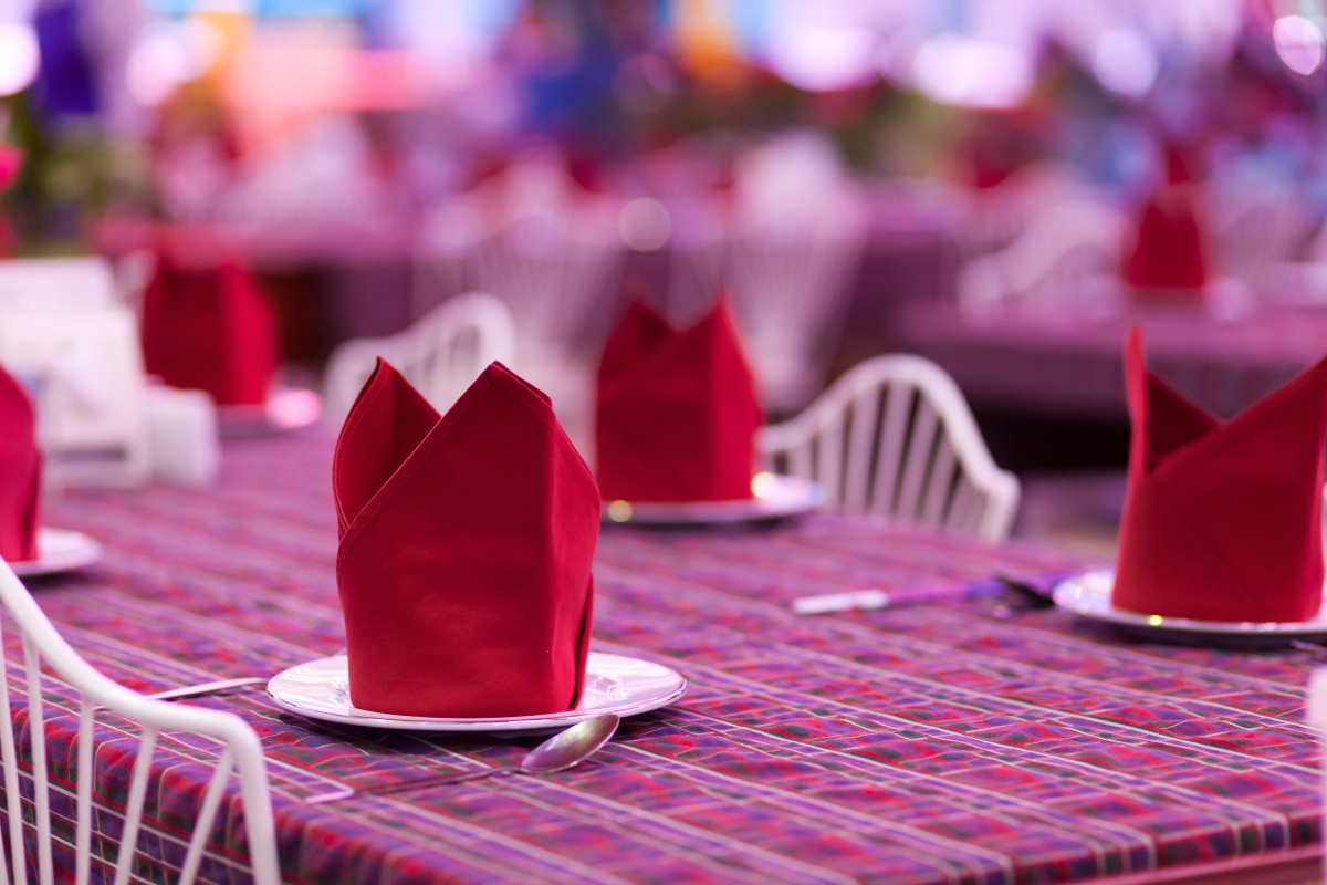 6 ridiculously simple napkin folding ideas you can't screw up
