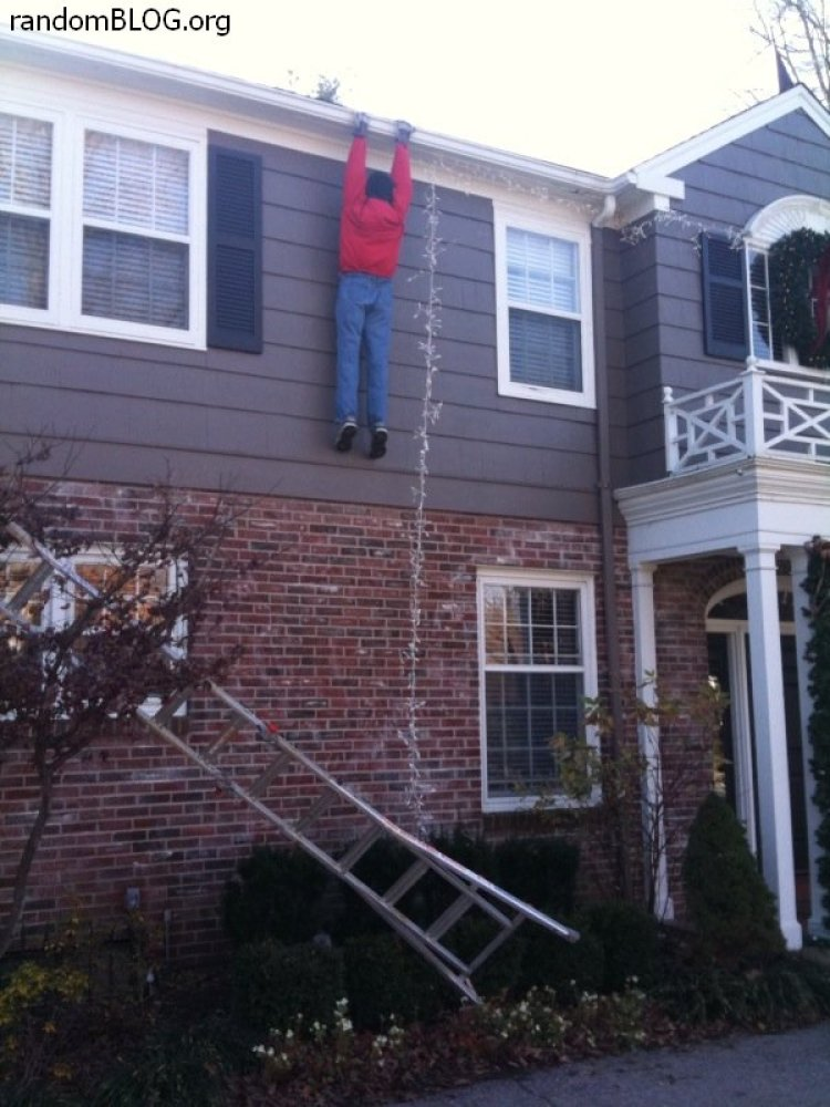 Christmas fails photos huffpost for Bad christmas decoration