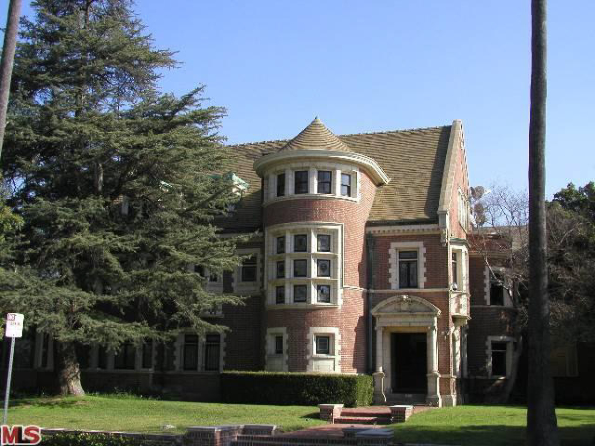 39 american horror story 39 house coming back on the market for American horror house