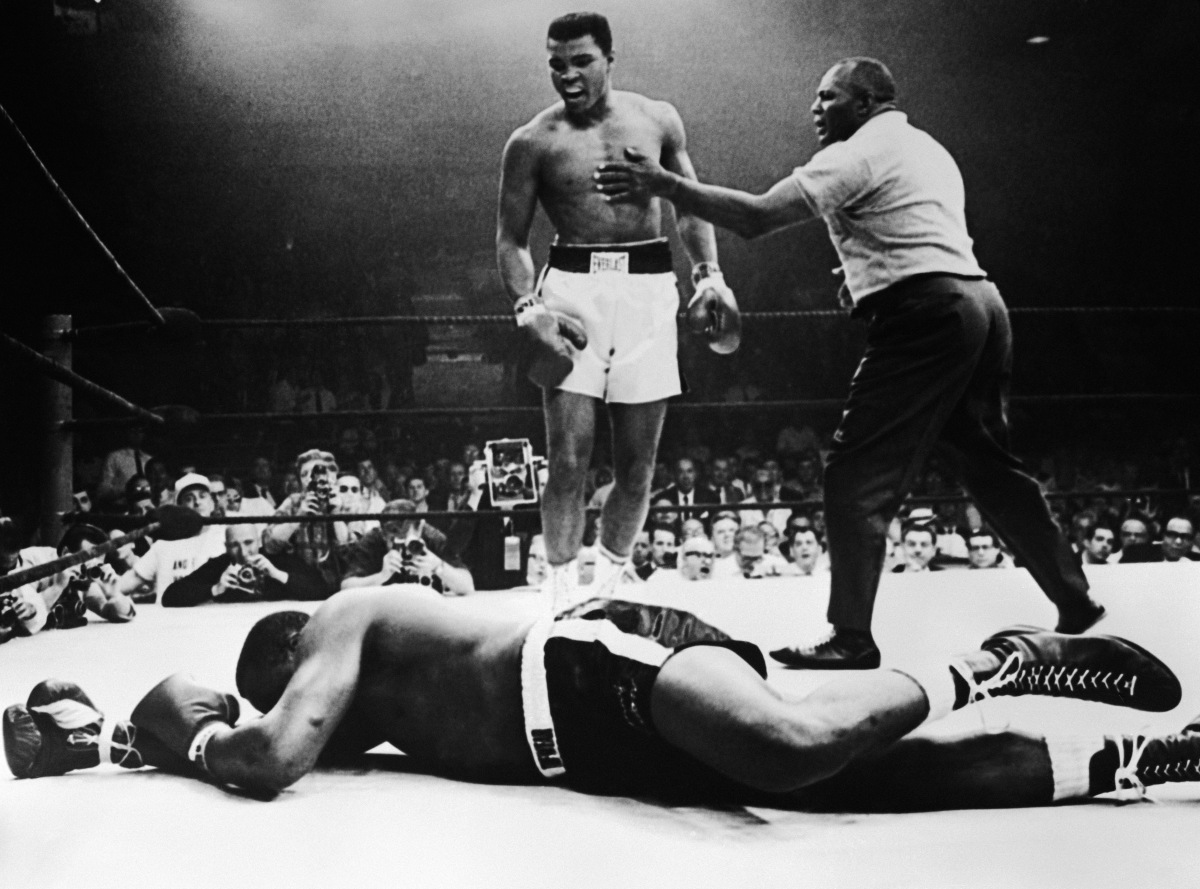 "a biography of muhammad ali a famous boxer Muhammad ali, beginning to end for ali's famous ""rope-a-dope"" strategy muhammad ali dies at 74: titan of boxing and the 20th century june 4."