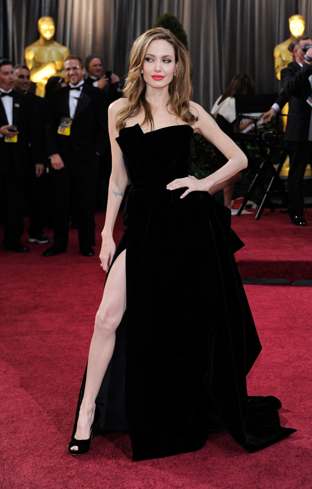 Angelina Jolie Right Leg At 2012 Oscars Takes Over The Internet ...