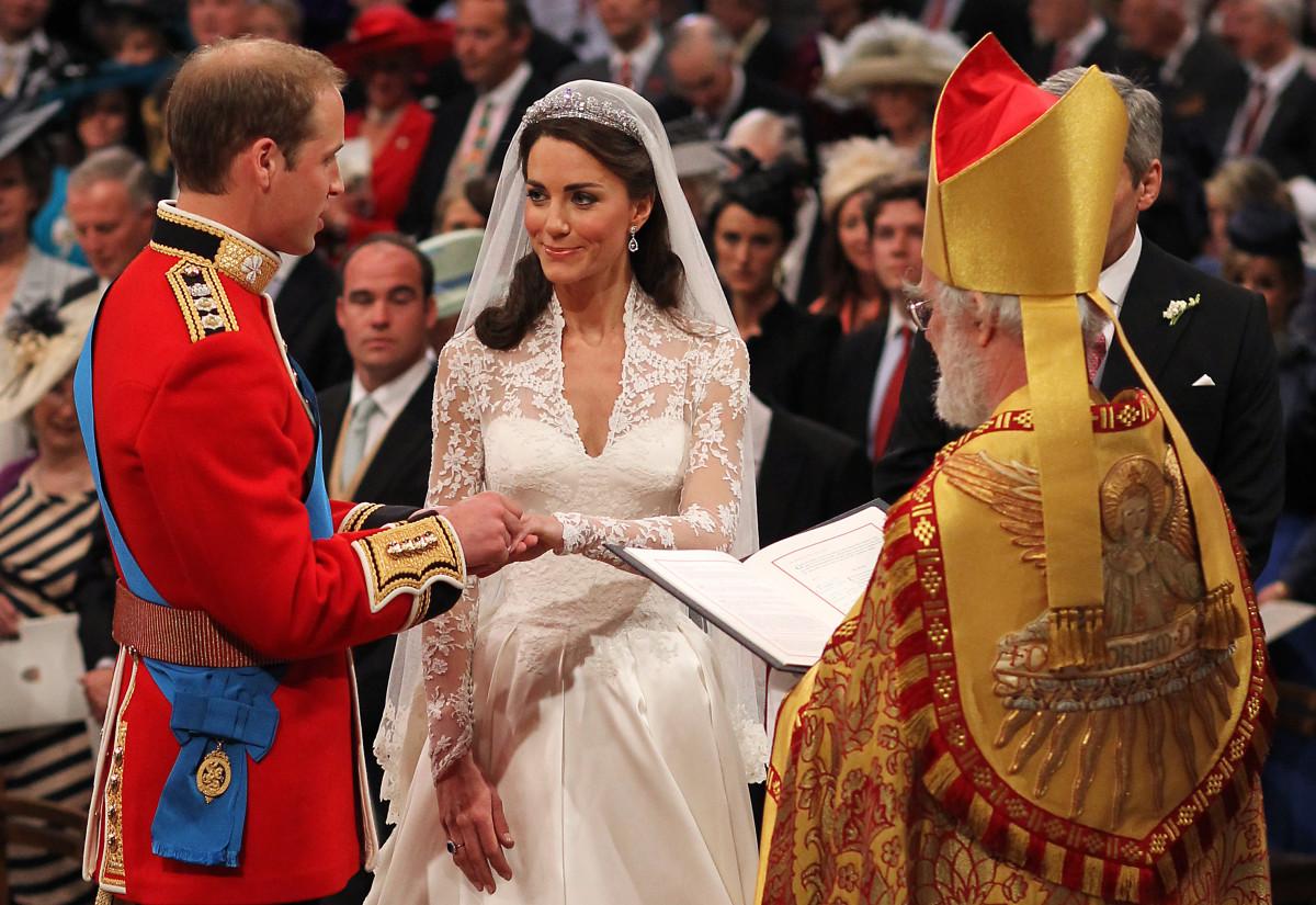 Kate Middleton And Prince William Wedding Cake Slice Up
