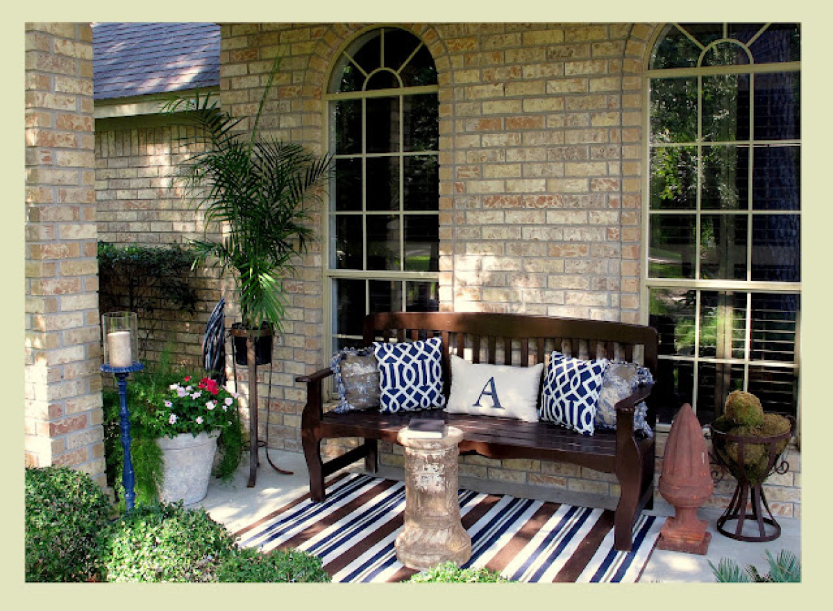 Outdoor decor 14 casual comfy front porch ideas huffpost for Small front porch decorating ideas