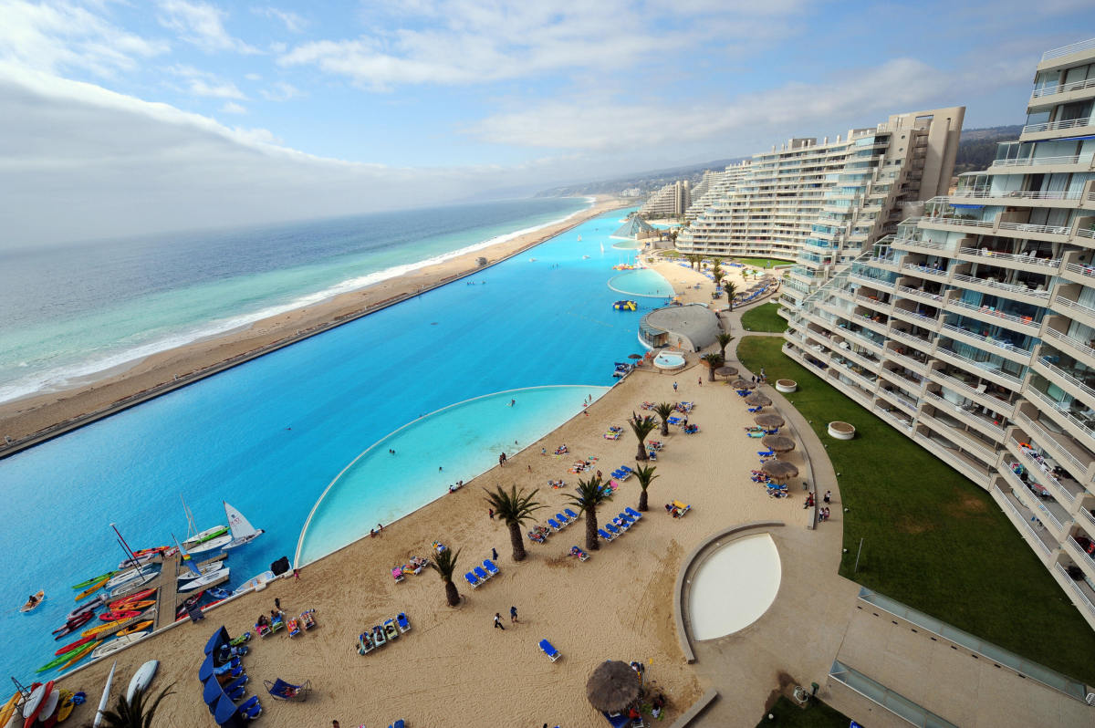 The world 39 s largest swimming pool is where you want to be for Giant swimming pool