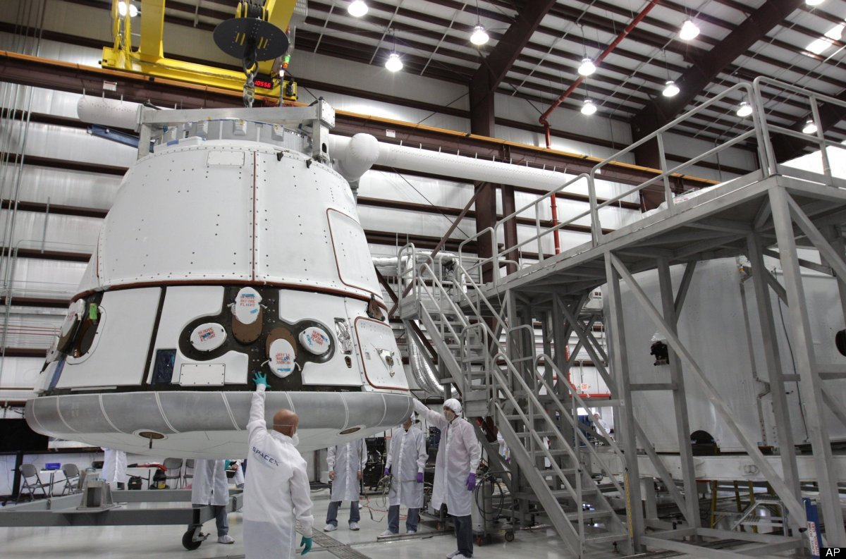 spacex dragon rocket in hanger - photo #10