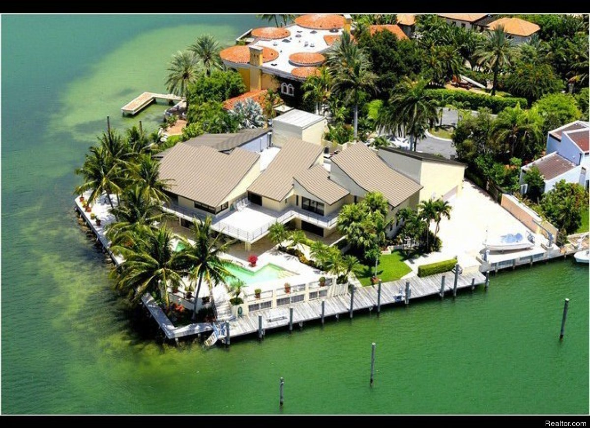 Key biscayne 39 s most expensive home and former set for for Biggest house in miami