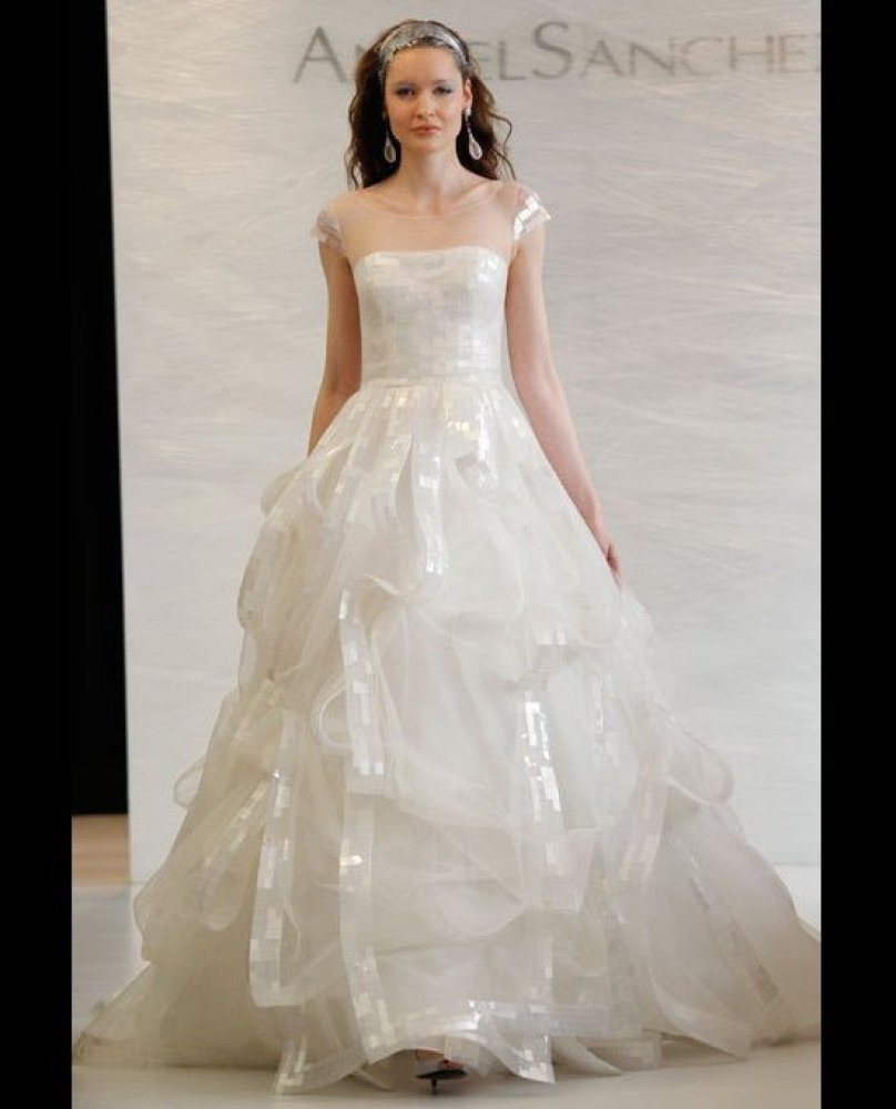 Vera wang wedding dress designer talks designing bridal for Vera wang princess ball gown wedding dress