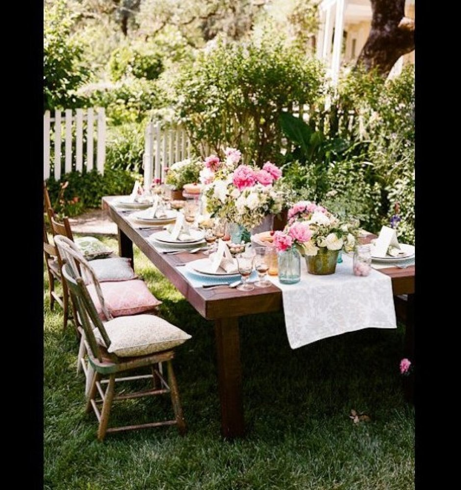 10 outdoor dining rooms that make eating alfresco seem for Best outdoor dining