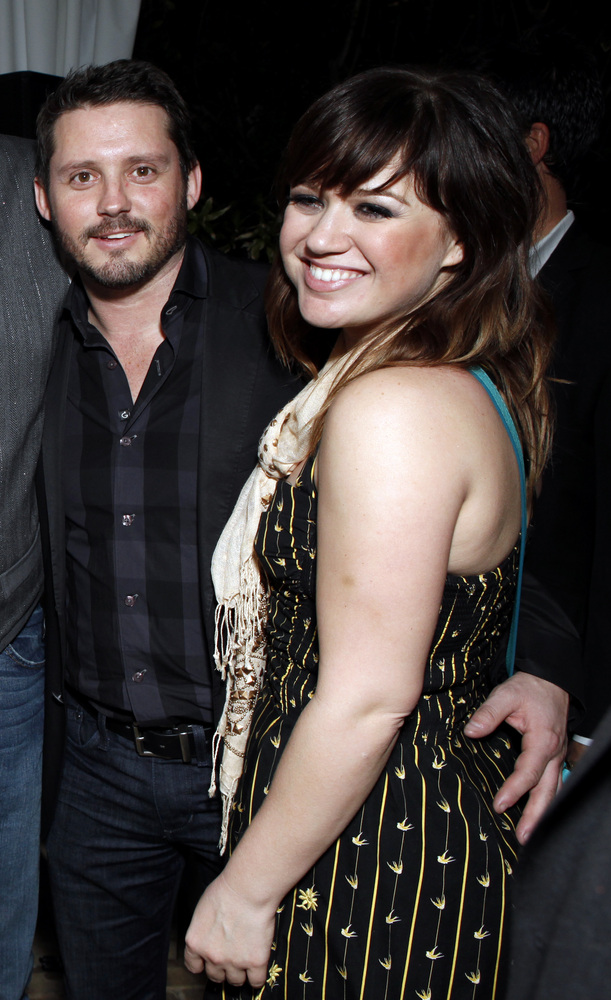 kelly clarkson dating rebas Reba mcentire, husband separate after 26 years  blake shelton and kelly clarkson, and one of his sons from a previous marriage, brandon, .