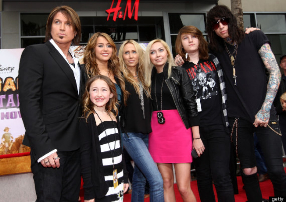 Lindsay Lohan Will Be A Big Sister Again: Celebrities With Half Siblings (PHOTOS) | HuffPost