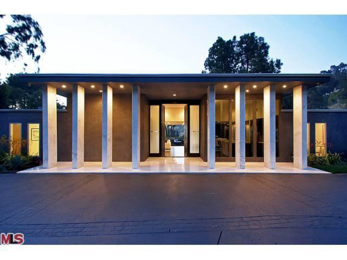 Bruno mars 39 house singer buys home in studio city calif for A la maison meaning