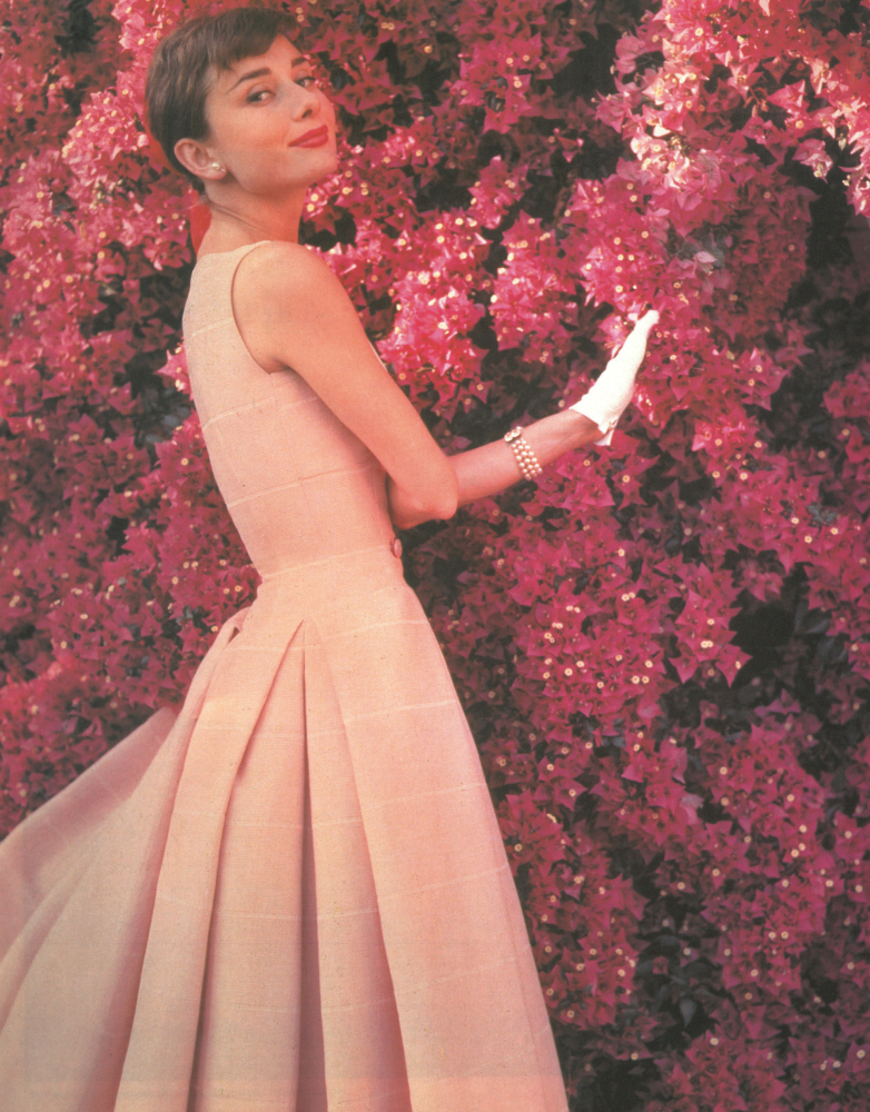 audrey hepburn pictures rare photos of the stunning star photos huffpost. Black Bedroom Furniture Sets. Home Design Ideas