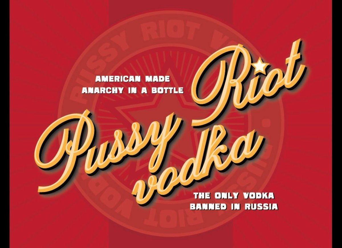 Images HULA MOON Vol. XI: Phaidon Drinks Pussy Riot Vodka; Kamehameha Waltzing Through Life; Lanikai Blues 5 honolulu