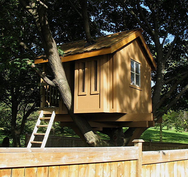 Family Builds Amazing Treehouse For Less Than $300 (PHOTOS