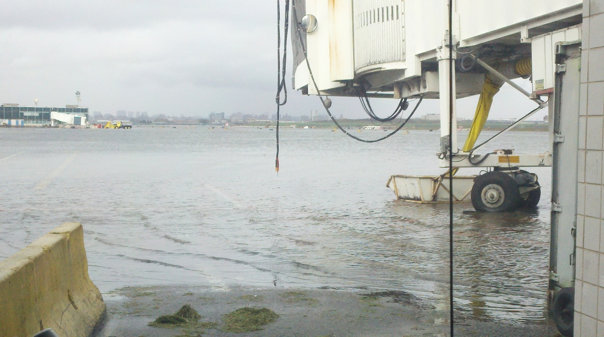 New York's LaGuardia Airport Flooded (PHOTOS) | HuffPost