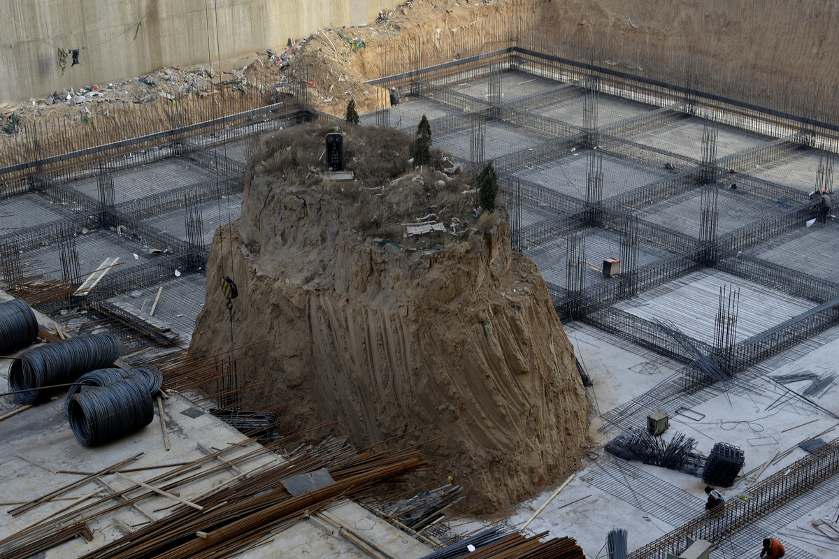 Nail Grave Remains In The Middle Of Chinese Construction