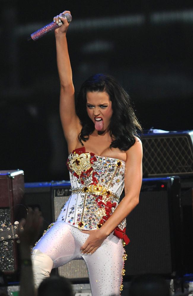 celebrities pull a michaeljackson singers strike rude