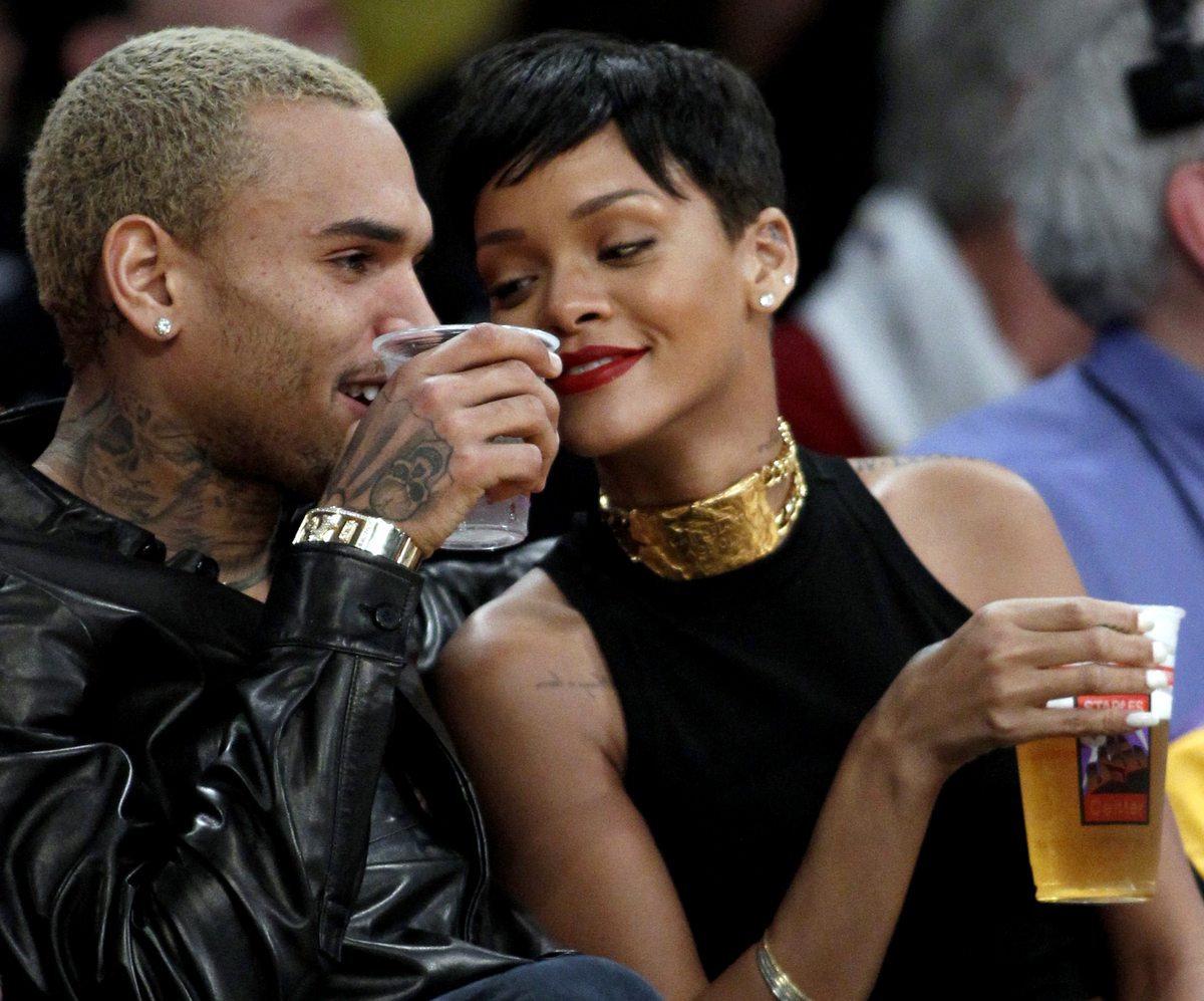 Rihanna and Chris Brown Snuggled Up at Lakers Christmas Game (Photos)