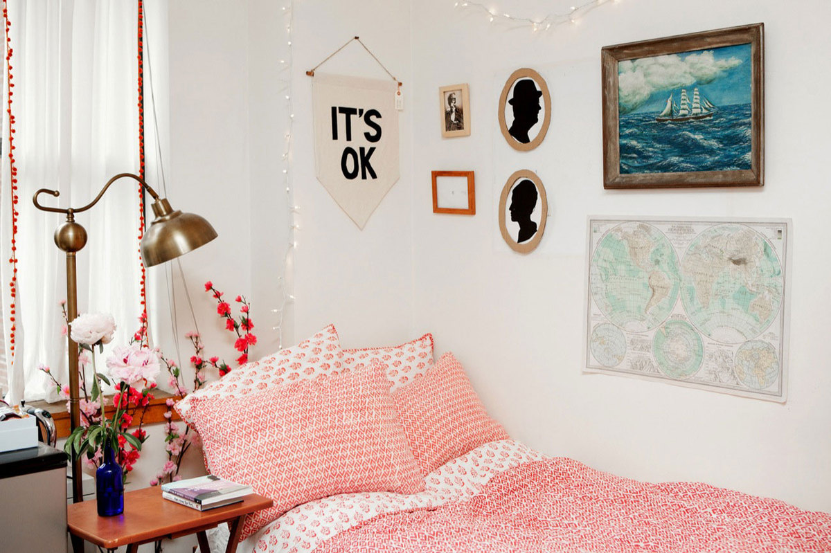32 ideas for decorating dorm rooms courtesy of the for Apartment bedroom ideas for college