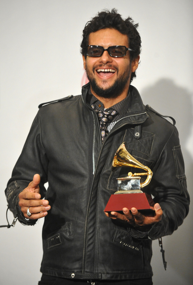 Martin Castillo Singer