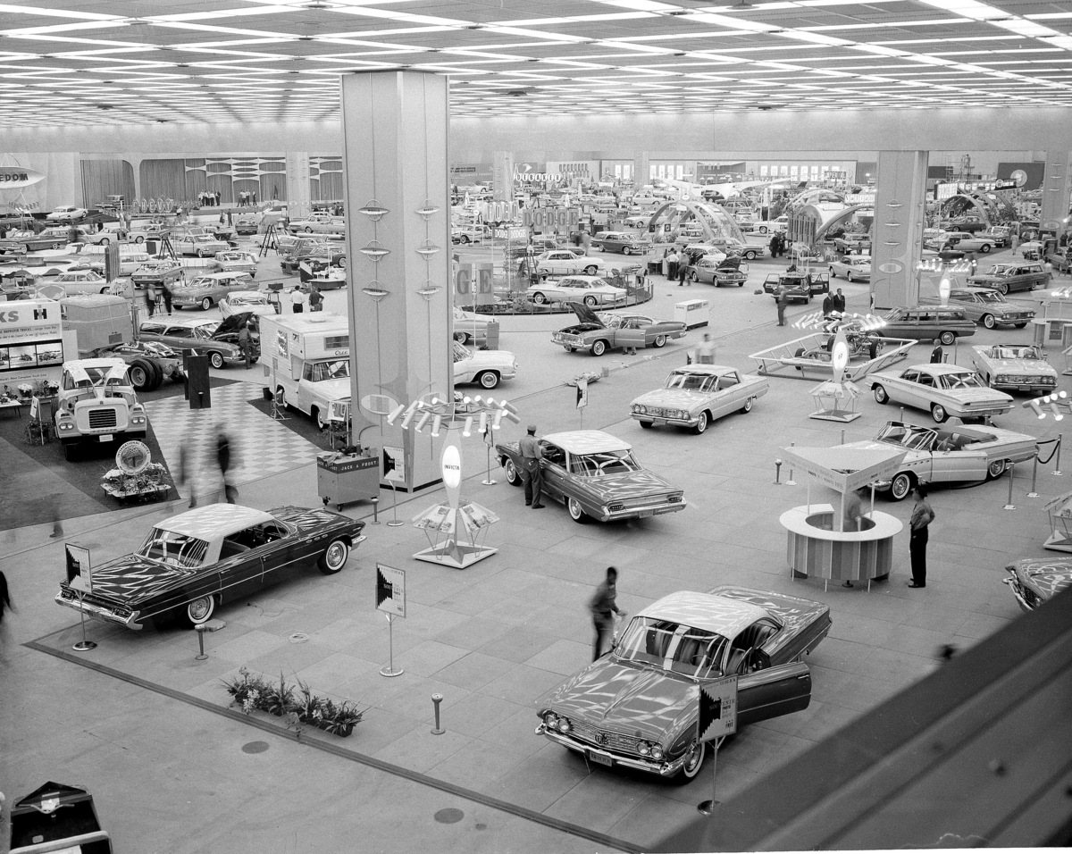 Detroit auto show history classic motor city cars and for Motor city auto center