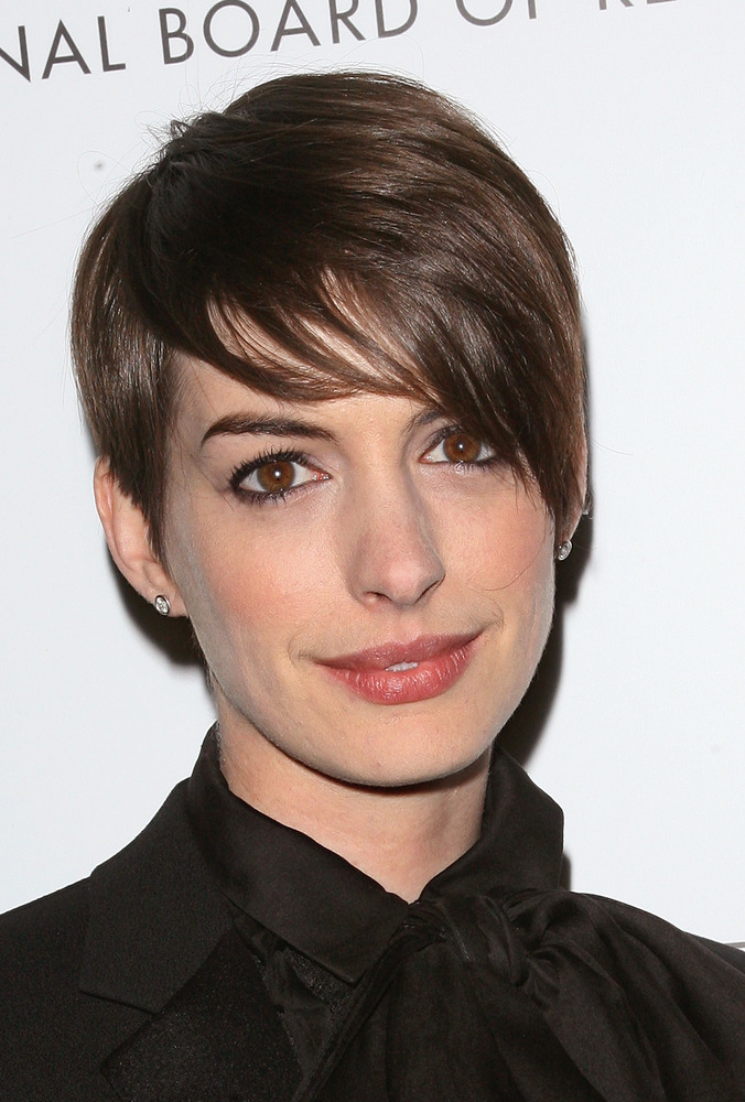 5 Ways To Style A Pixie Haircut As Worn By Anne Hathaway