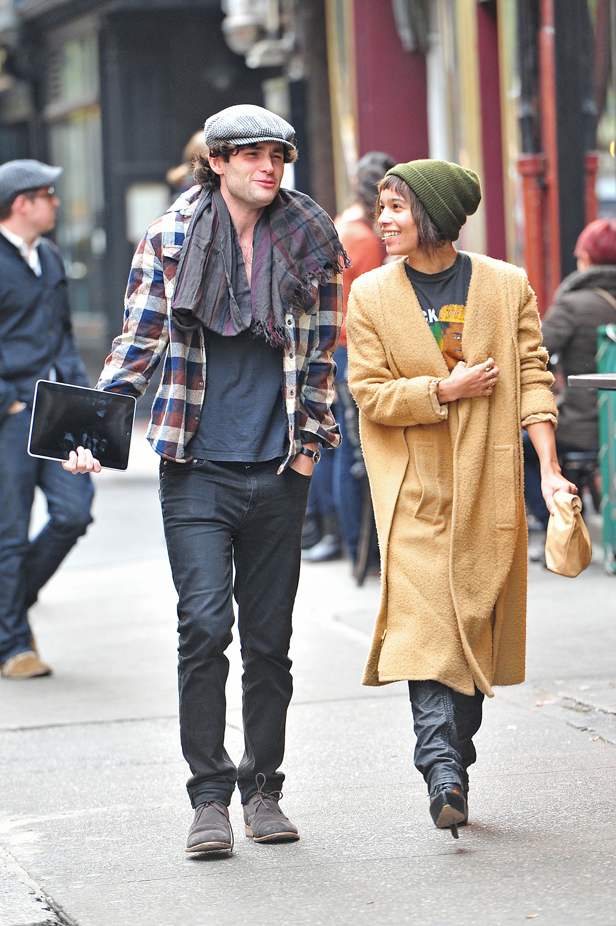 zoe kravitz and penn badgley cutest hipster couple ever. Black Bedroom Furniture Sets. Home Design Ideas