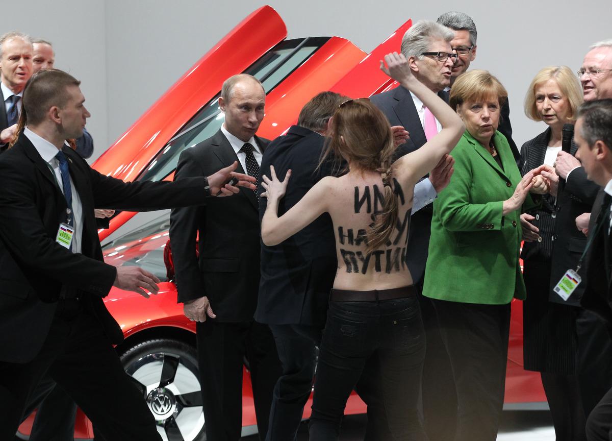 Vladimir putin daughter fall in camshow youcamhubcom - 3 1