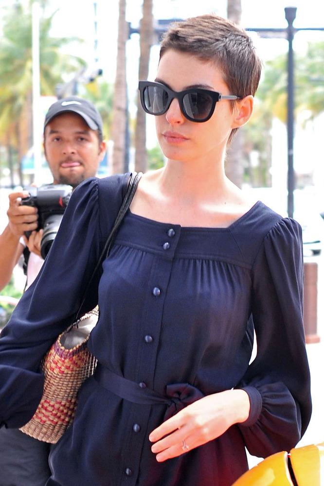 Anne Hathaway Wears Football Jersey Rocks Ripped Jeans