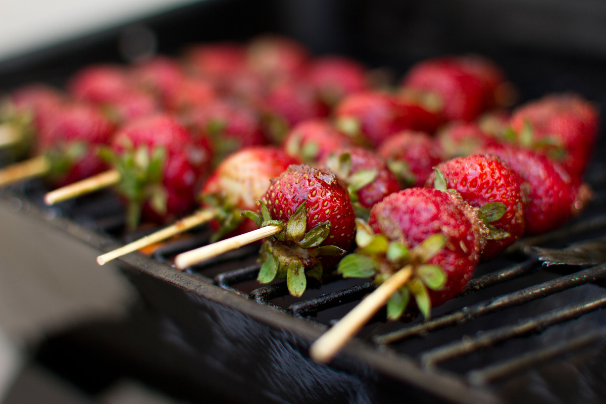10 surprising healthy foods you can throw on the grill huffpost - Surprising things you can grill ...
