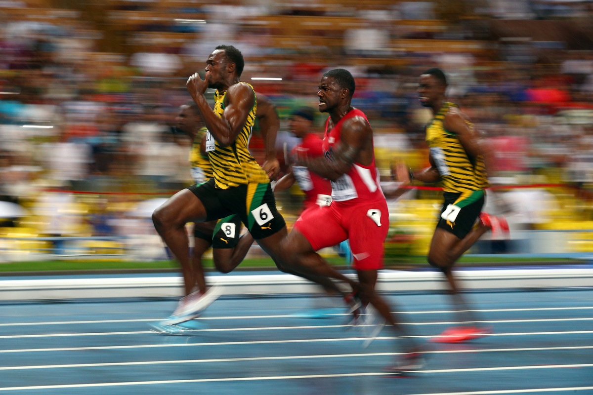 usain bolt lightning photo afp photographer captures amazing picture at moscow worlds huffpost. Black Bedroom Furniture Sets. Home Design Ideas