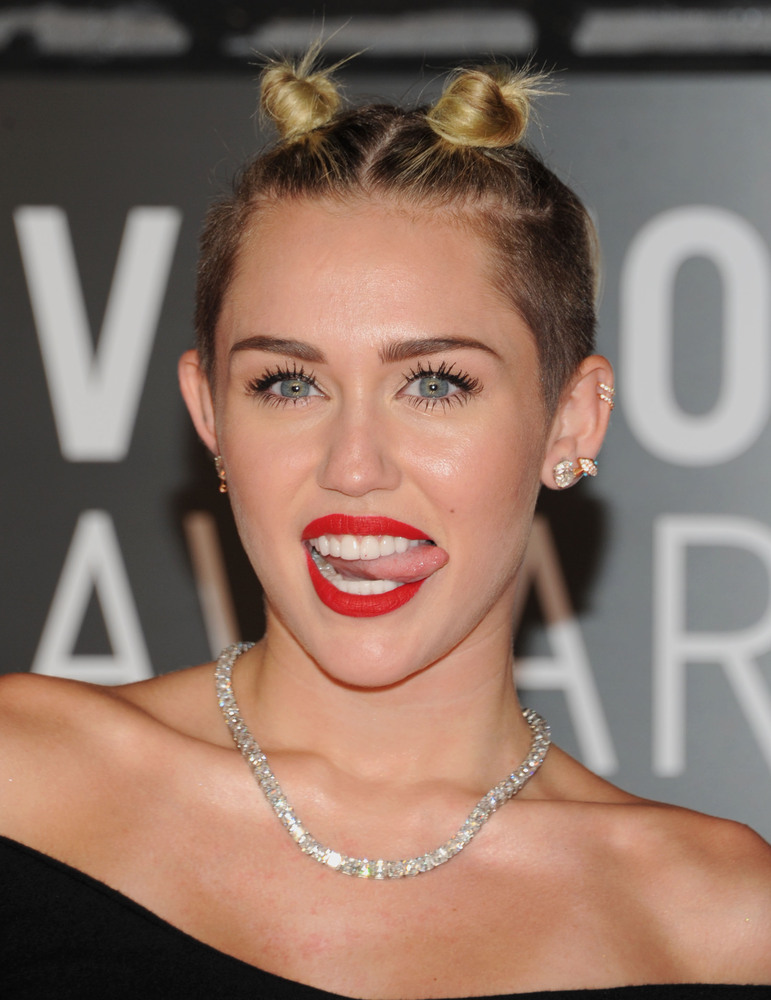 Definitivamente Miley Cyrus rockea!!! Slide_314329_2837936_free