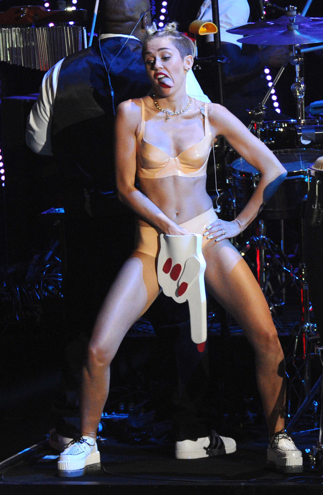 Definitivamente Miley Cyrus rockea!!! Slide_314329_2838084_free