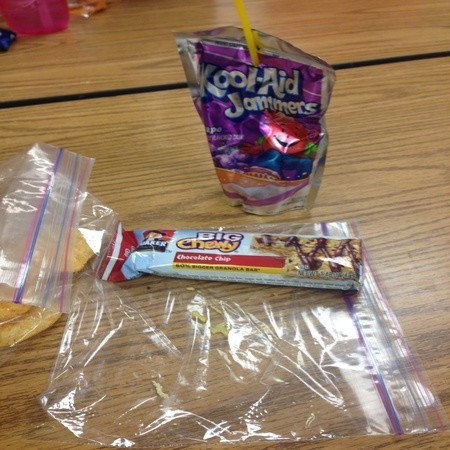 【画像あり】 アメリカの学校給食が悲惨すぎワロタwww