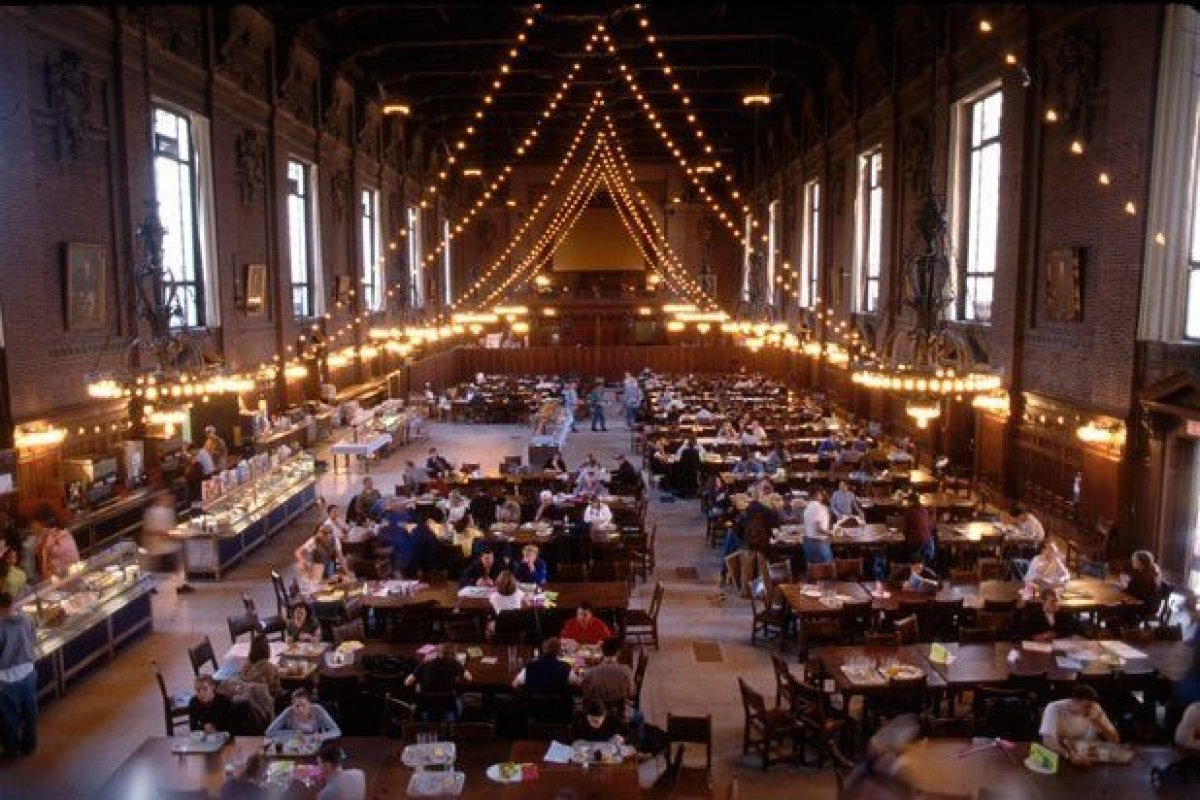 The best colleges for food in america for 2013 huffpost for Dining room d house of commons