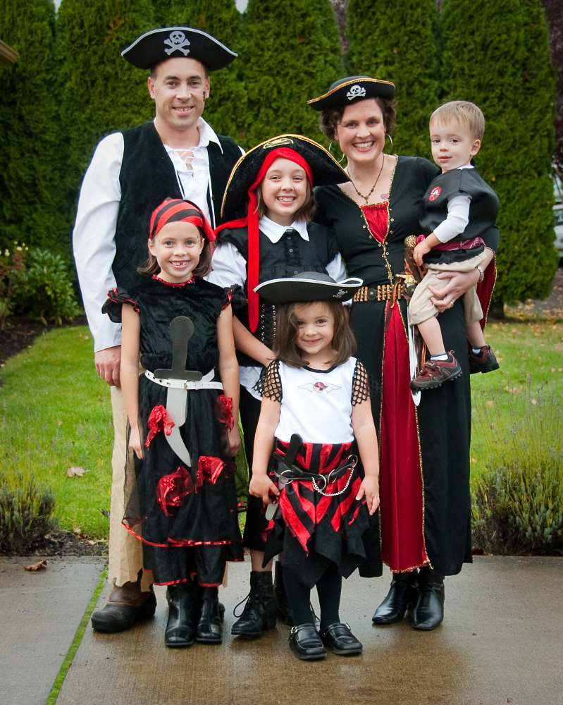 For Family Pictures 47 Fun Freaky And Fantastic Family Halloween Costumes Huffpost