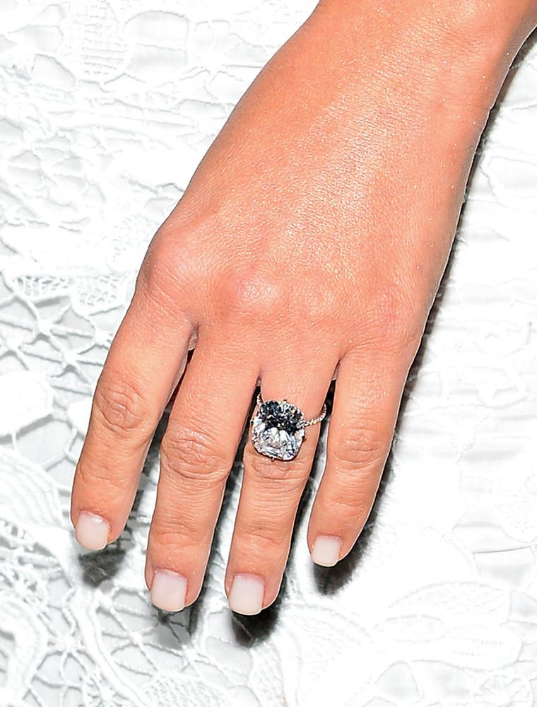 Avril Lavigne Wedding Ring Chad Kroeger