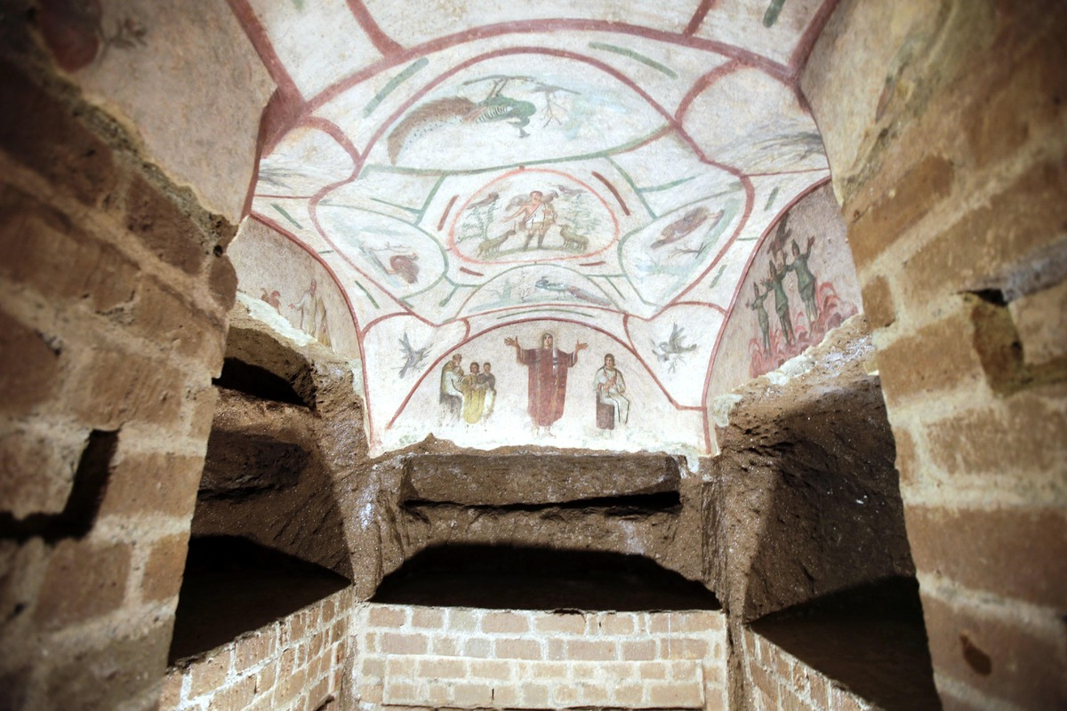 a history of the christian catacombs of rome Contents - previous article - next article the catacombs: a place of hiding and worship for the early church the catacombs.