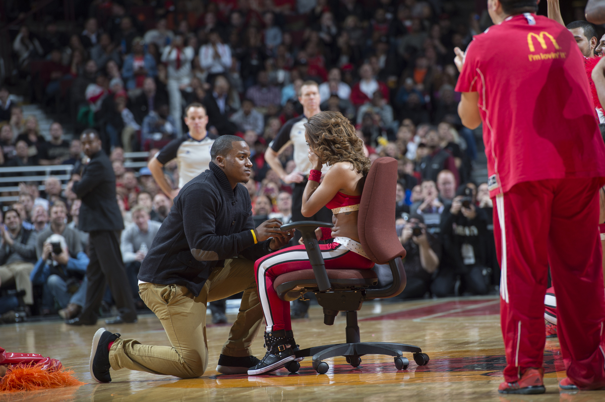 Awww Watch This Cheerleader's Surprise Marriage Proposal from her Boyfriend During Basketball Game 5