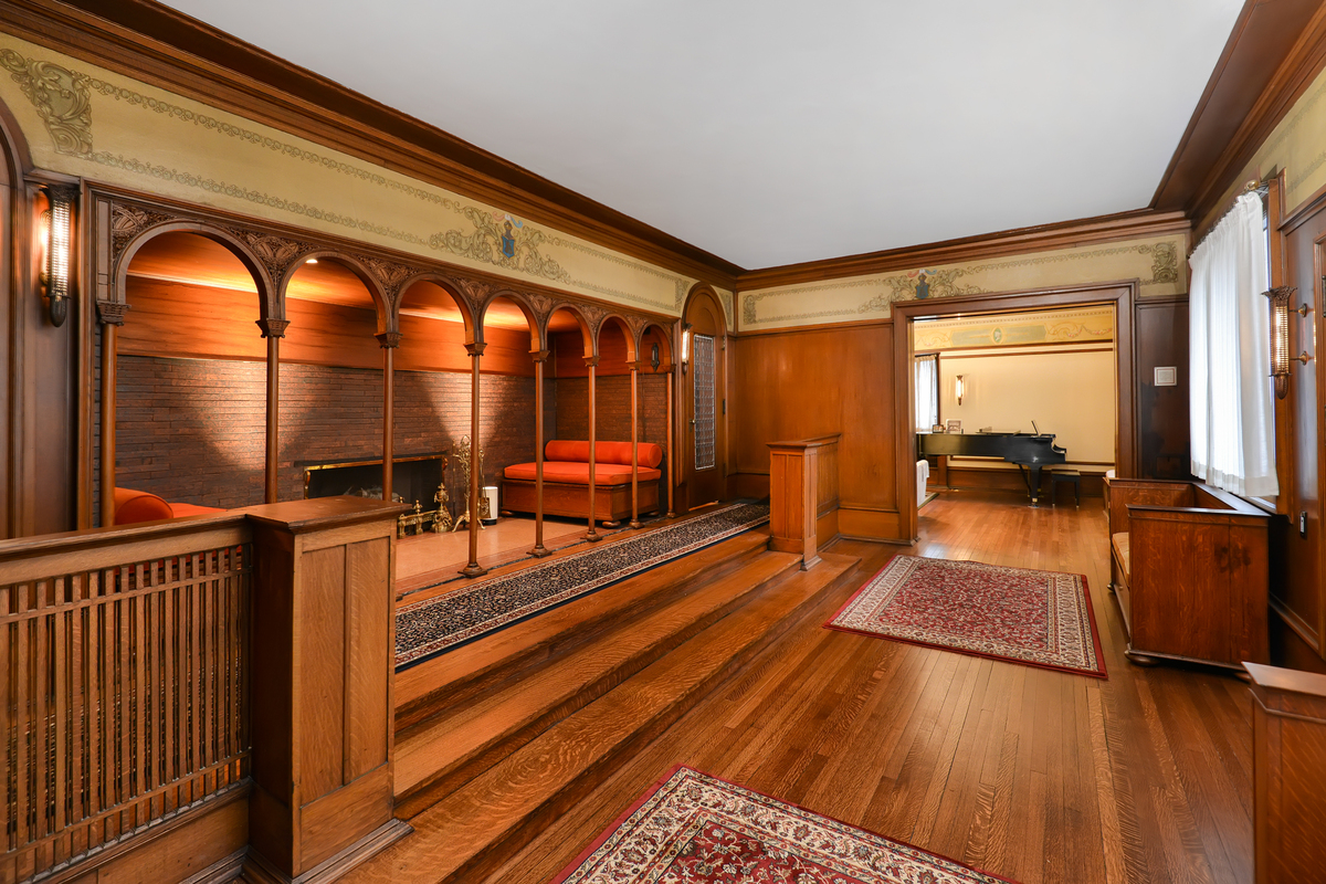 Frank lloyd wright 39 s william winslow house for sale for for House inside images