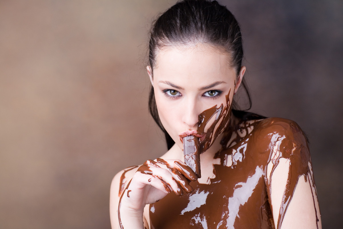 30 Women Who Are In An Intimate Relationship With Chocolate ...