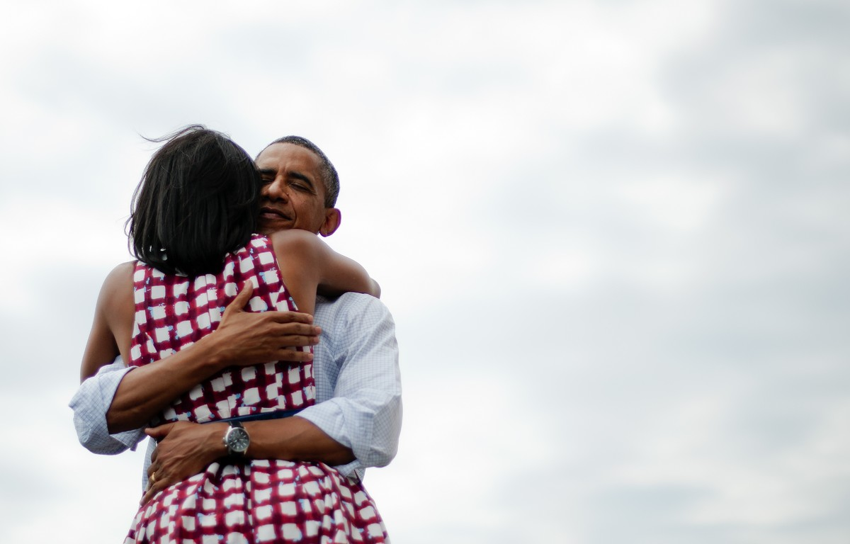 michelle obamas 19 best hugs make us feel all warm and