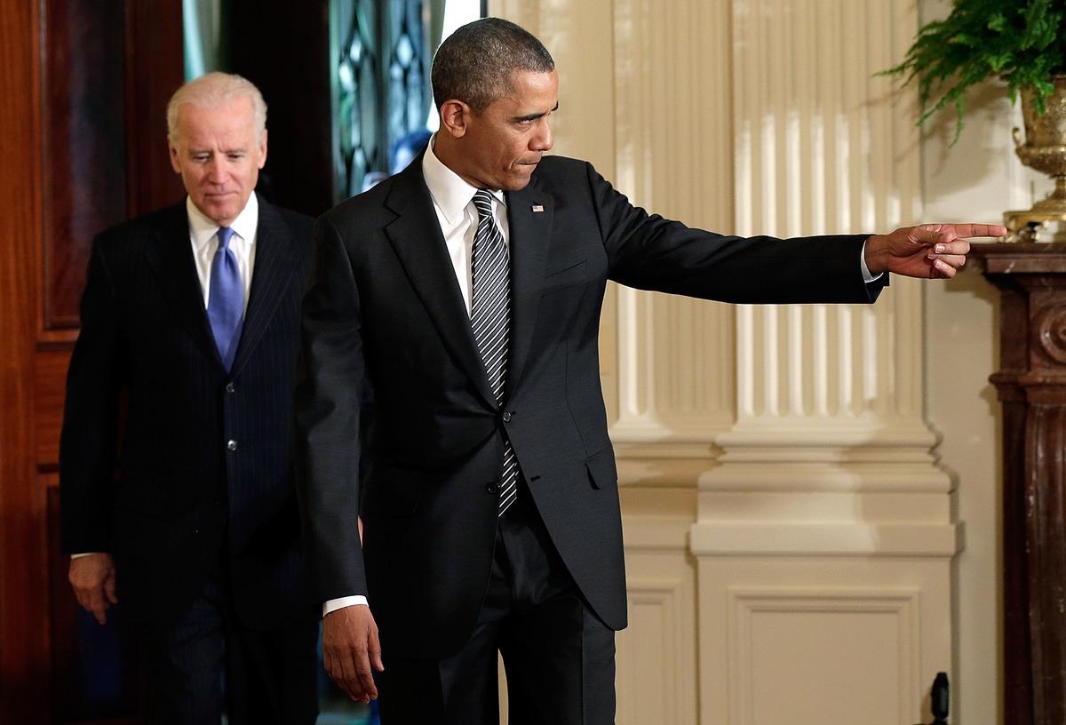Images Obama Signs Executive Order On LGBT Job Discrimination 1 elections 2014