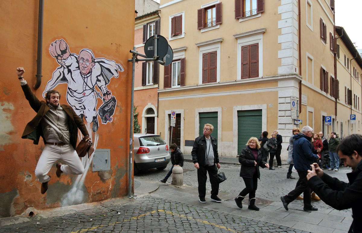 Super francis graffiti gets vaticans seal of approval
